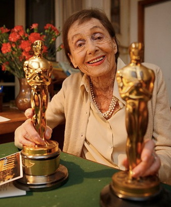 Luise-Rainer-with-her-two-Oscars.